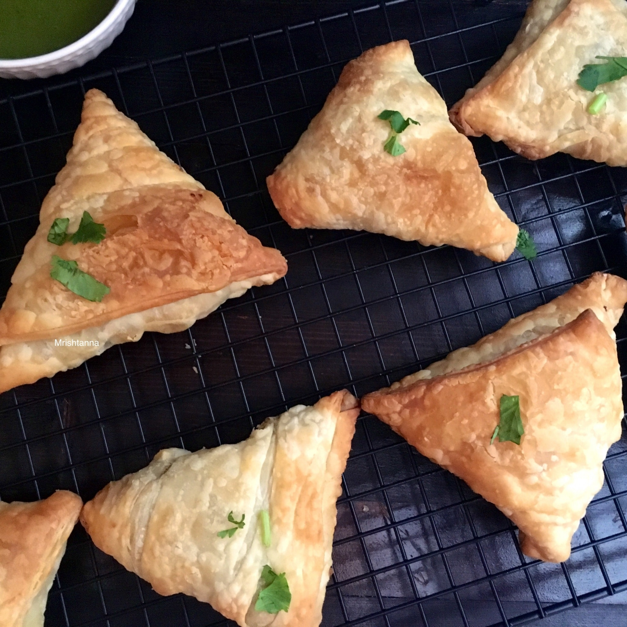 broccoli samosa are placed on the cooling rack