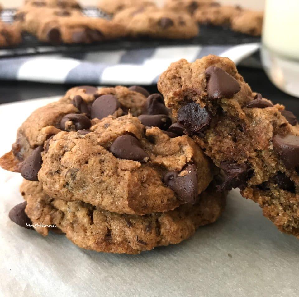 Chewy Vegan Chocolate Chip Cookies
