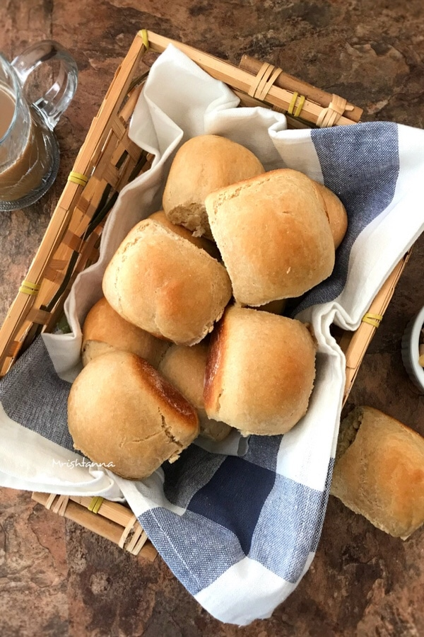 A tray of dinner rolls
